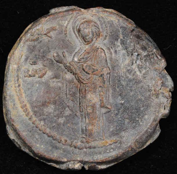Византийский моливдовул. XI в. Диаметр 32 мм.
