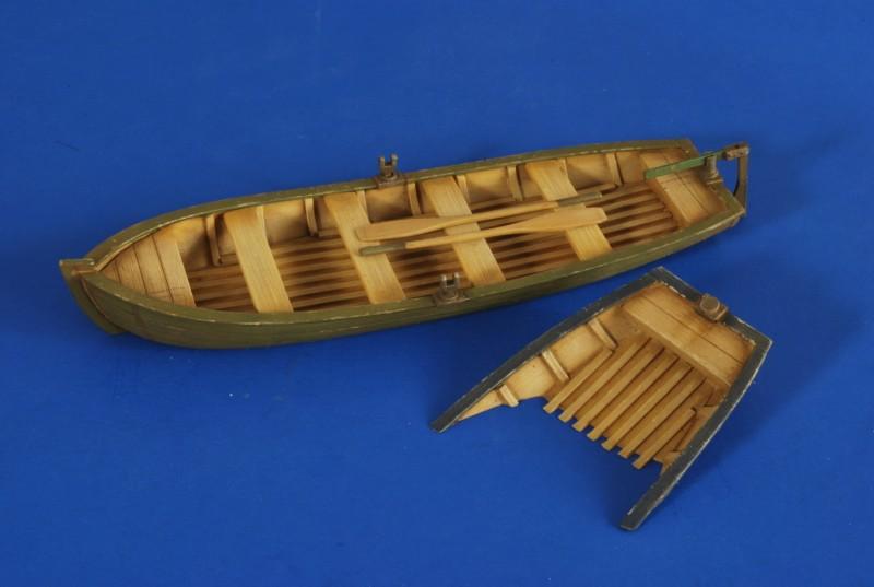 Лодка по ватерлинию