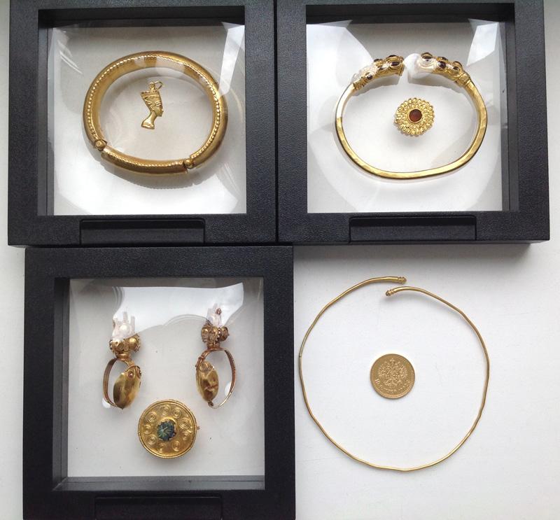 Лот из нескольких античных ювелирных украшений